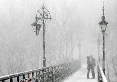 Couple-kiss-snow-winter---imgflu.com-24153
